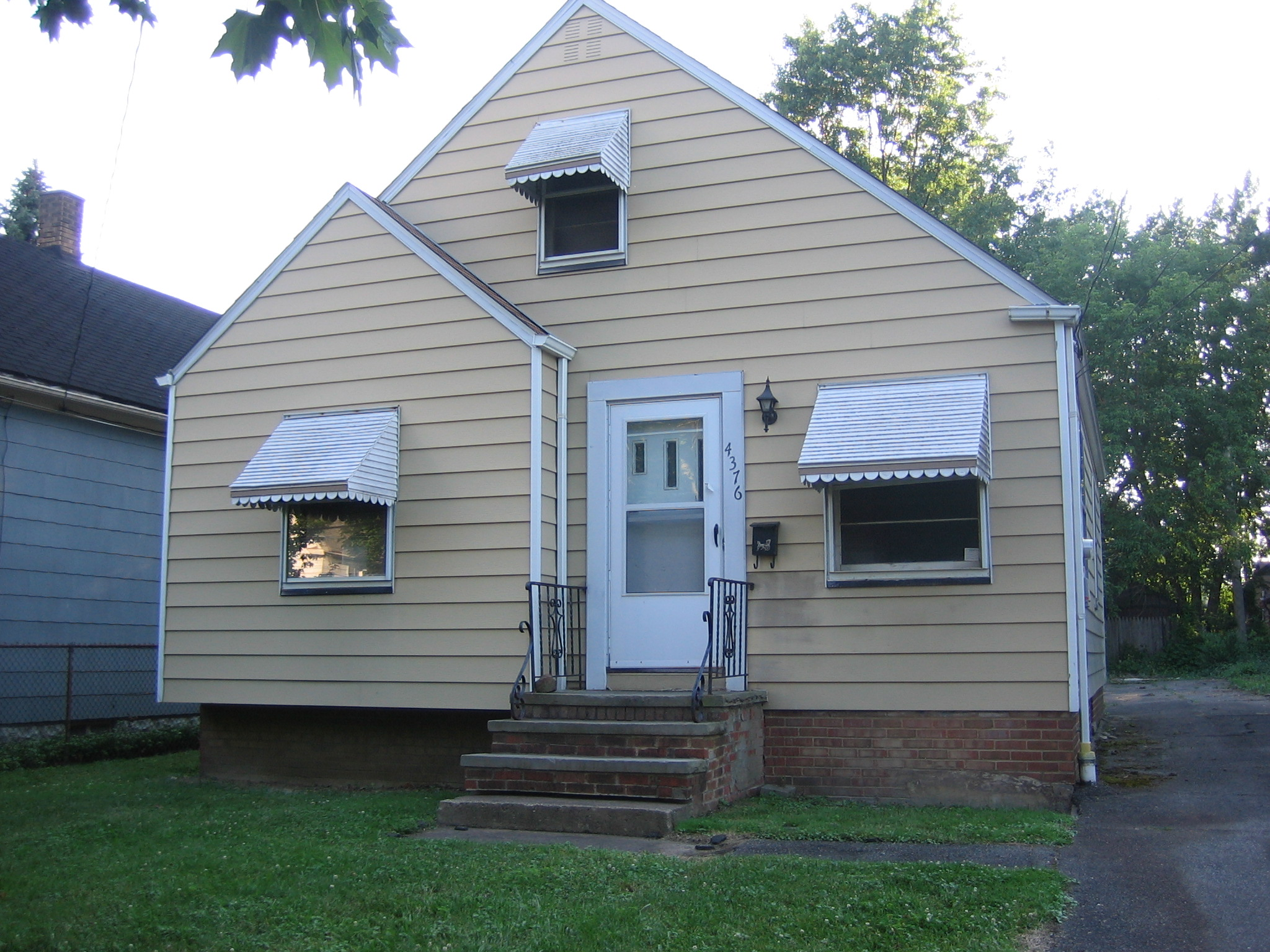4376 W. 52nd St Cleveland, OH 44102